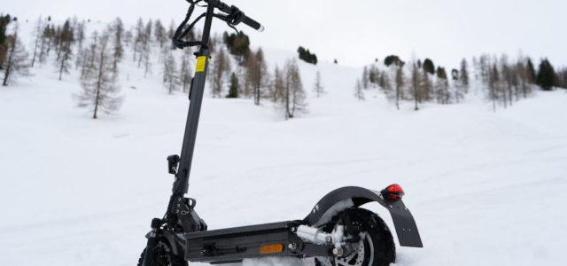 Mehr Sicherheit im Straßenverkehr: Neue io Hawk E-Scooter mit Blinkern, Bremslicht und hydraulischen Bremsen