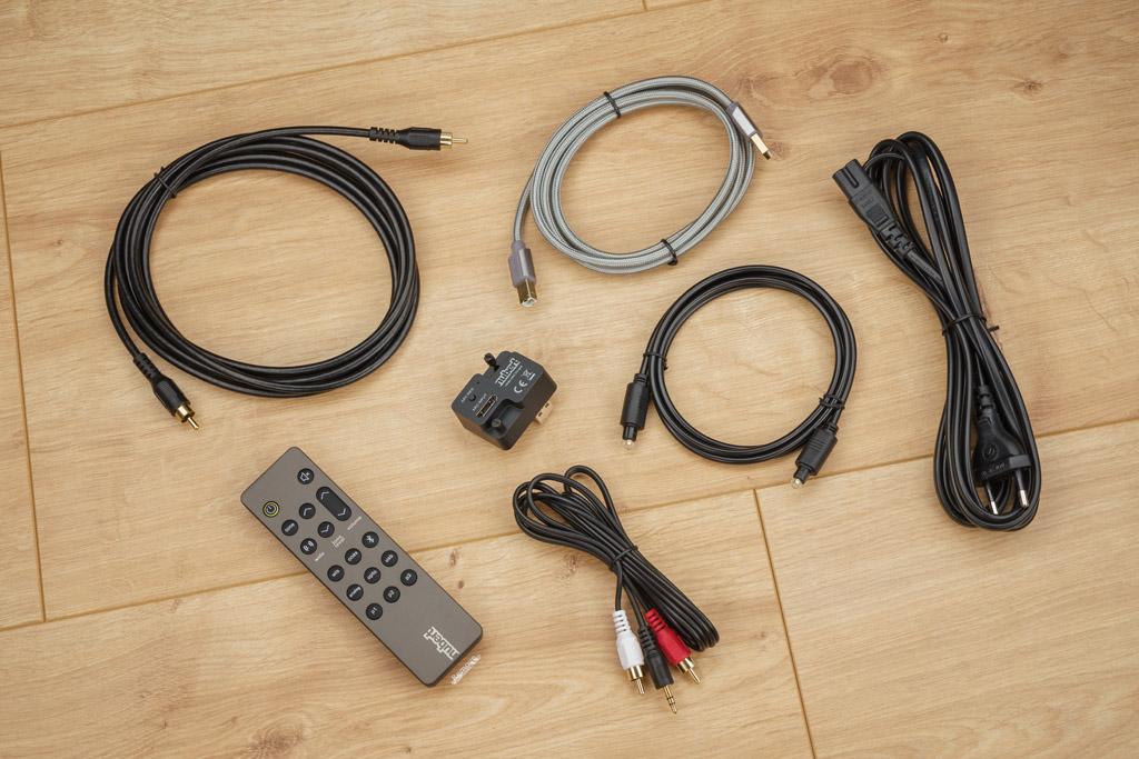 Vorbildlich: Nubert liefert zum ampX ein umfangreiches Set an Kabeln für fast alle Anschlussfälle.