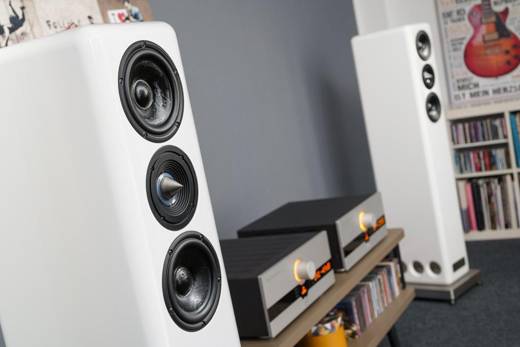 High End-Kombination: Hier spielt die Seta Audio Besa CS 2 mit dem Röhren-CD-Spieler CD 1.10 und dem Röhrenverstärker AI 1.10 von Canor Audio.