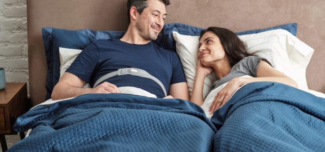 Beziehungskiller Schnarchen? Das Philips SmartSleep Snoring Relief Band stoppt nächtliche Sägekonzerte
