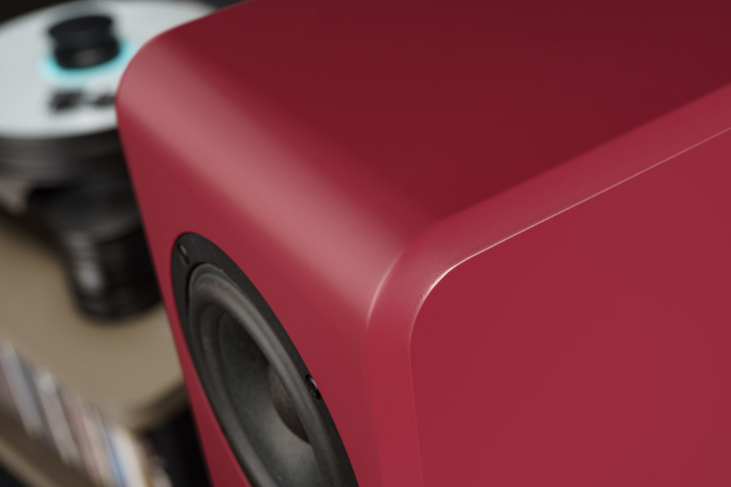 Die umlaufende Fase ist seit jeher ein Design-Markenzeichen von Inklang und prägt auch die Ayers Three.