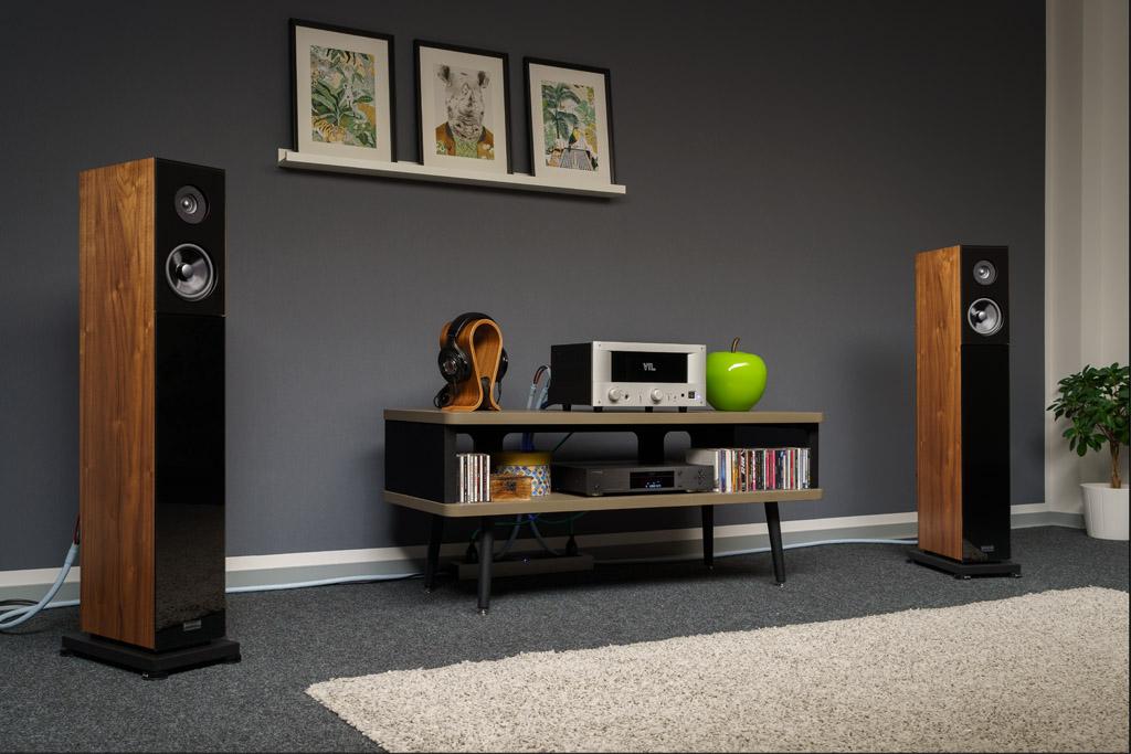 Der VTL IT-85 im Test: Hier spielt er mit dem SACD-Player Oppo UPD-203 als Zuspieler, dem Kopfhörer Focal Utopia und dem Lautsprecher Audio Physic Classic 22.