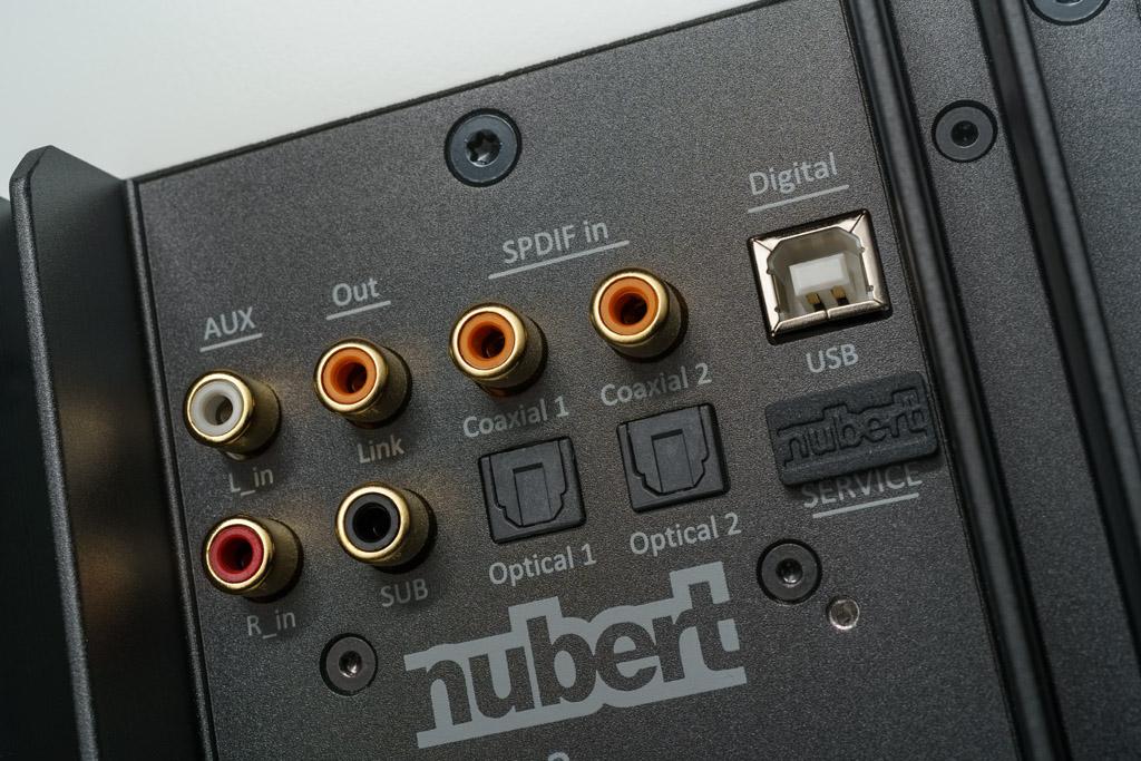 Schnittstellen-Vielfalt: Die nuPro X-3000 RC bieten etlichen digitalen Inputs und ist auch analog anschlussfähig.