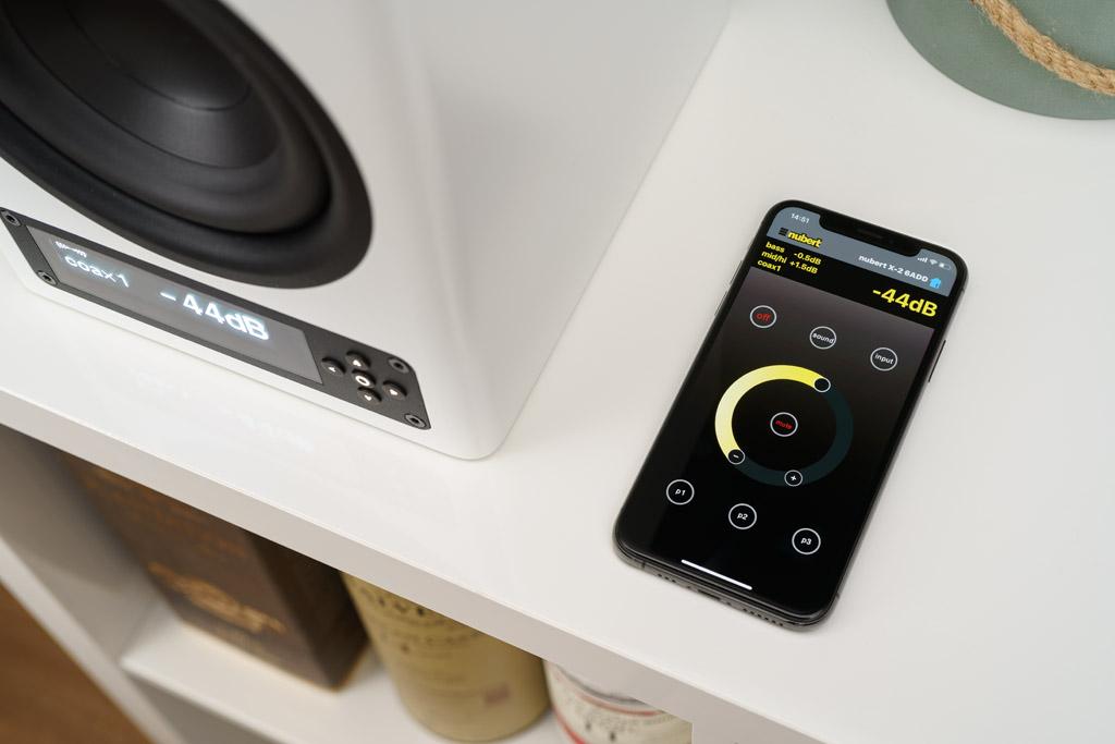 """Die """"Nubert X-Remote""""-App ist optisch an die physische Fernbedienung angelehnt, bietet aber sämtliche Einstellmöglichkeiten der nuPro X-3000 RC."""
