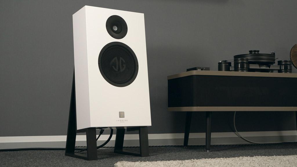 Mit dem stylischen Design passt Karlos Pure vor allem in ein modernes Ambiente, harmoniert aber auch mit einer Retro-Einrichtung.