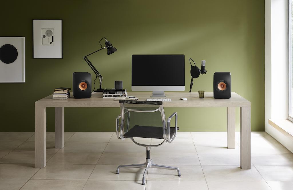 Dank der Möglichkeit zur Raum-, Klang- und Aufstellungsanpassung ist die LS 50 Wireless II auch als Desktop-Monitor einsetzbar.