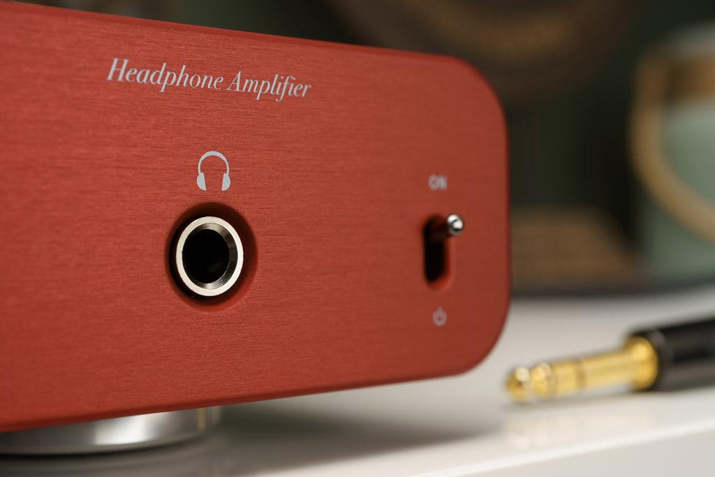 Zum Anschluss eines Kopfhörers bietet der Phonitor se frontseitig einen unsymmetrischen Ausgang in Form einer großen Klinken-Buchse.