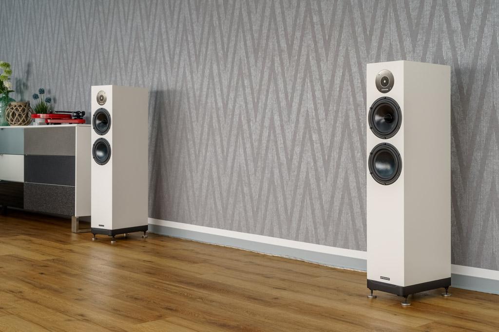 Durch ihre gradlinige Gestaltung harmoniert die Spendor D7.2 insbesondere mit einem modernen Ambiente.
