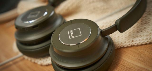 Zwei neue extravagante Farbvarianten für DALIs Kopfhörer IO-4 und IO-6