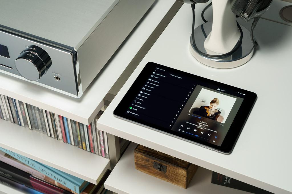 Mit der neuen RC X-App ist der All-in-One-Player komfortabel fernbedienbar, über sie läuft exklusiv das Musiksteaming – auch des Angebots der eingebundenen Musikdienste.