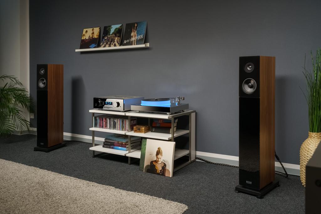 Der AVM Ovation CS 8.3 im Praxiseinsatz. Mit seiner attraktiven Erscheinung glänzt er optisch und akustisch in klassischem wie modernem Ambiente.