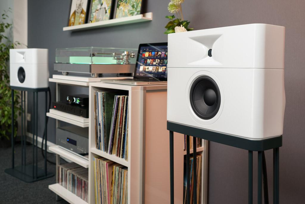 Das GGNTKT Model M1 präsentiert sich als kompakte, exzellent designte und wohnraumfreundliche Beschallungslösung.