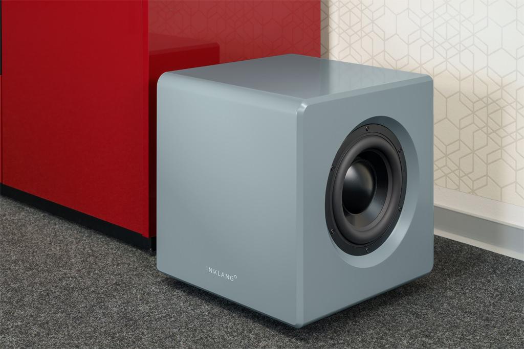 Der Ayers Sub besitzt das gleiche gelungene Design wie die Wall-Lautsprecher. Mit einer Kantenlänge von rund 37 Zentimetern besitzt der kubische Tieftonspezialist zudem ziemlich wohnraumfreundliche Maße.
