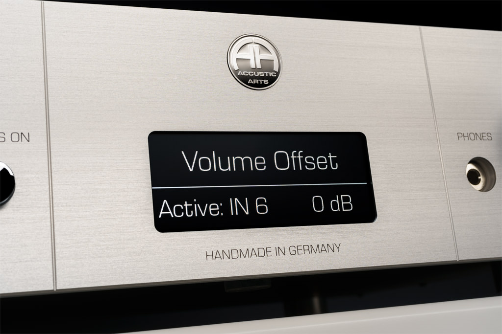 """Über das """"Settings""""-Menü kann man mit der Einstellung """"Volume Offset"""" jeden Eingang im Pegel anheben oder absenken. So lassen sich die Lautstärkeunterschiede verschiedener Zuspieler ausgleichen."""