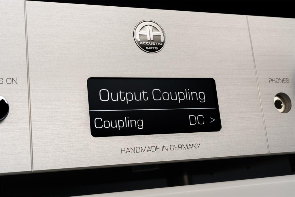 """DC-Kopplung oder AC-Kopplung? Der Preamp III kann beides – und überdies ist sein unsymmetrischer DC-Ausgang im Menüpunkt """"Output Coupling"""" zwischen beiden Kopplungsarten umschaltbar."""