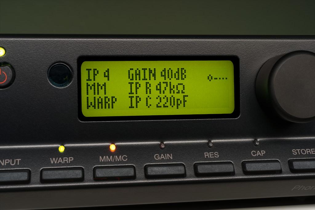 Im MM-Betrieb werden für Gain, Impedanz und Kapazität die voreingestellten und fixen Werte angezeigt.