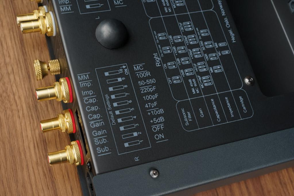 Die Zuständigkeiten der einzelnen Mäuseklavier-Schalter und die Auswirkung ihrer Betätigung ist ebenfalls bodenseitig illustriert.