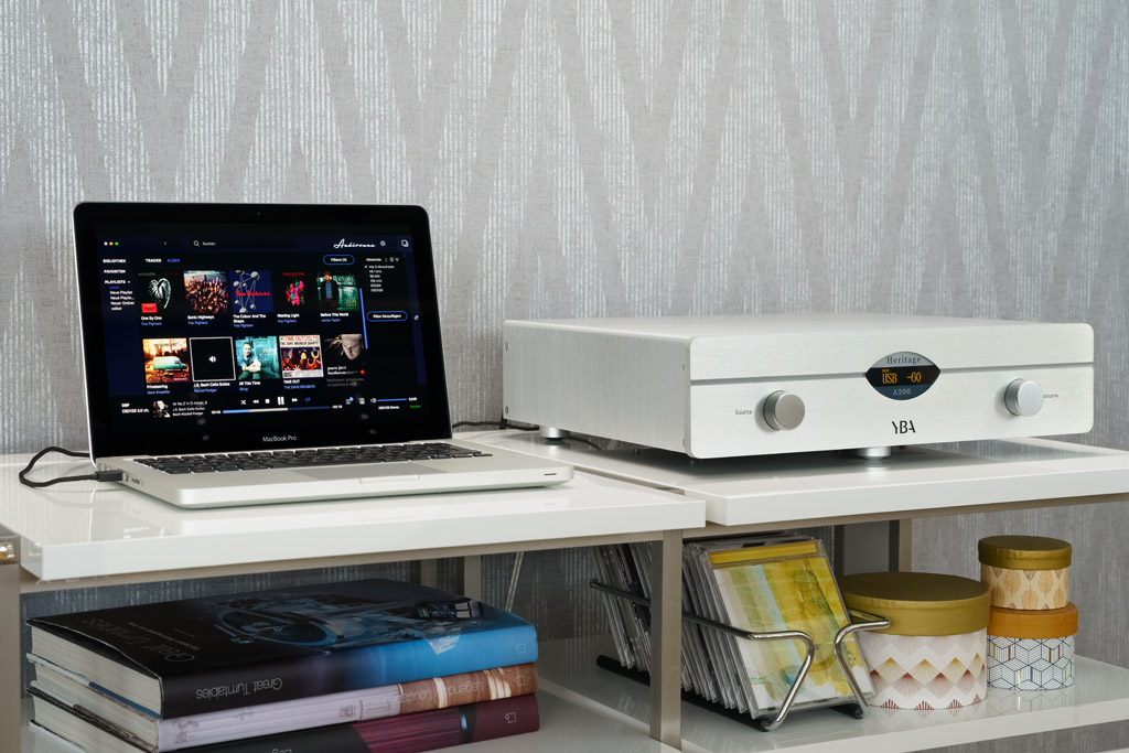 Der A200 kann, wenn er via USB mit Musik versorgt wird, über eine Musikmanagement-Software komfortabel vom Rechner aus betrieben werden. Wir setzen hierfür Audirvana ein.