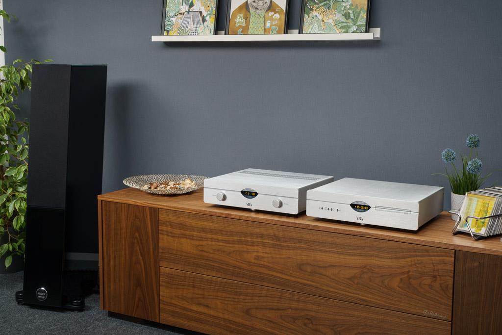 Unser Test-Setup: Hier spielt der YBA Heritage A200 (lins) mit dem CD-Player CD100 (rechts) aus der gleichen Serie. Als Schallwandler agieren die Audio Physic Midex.