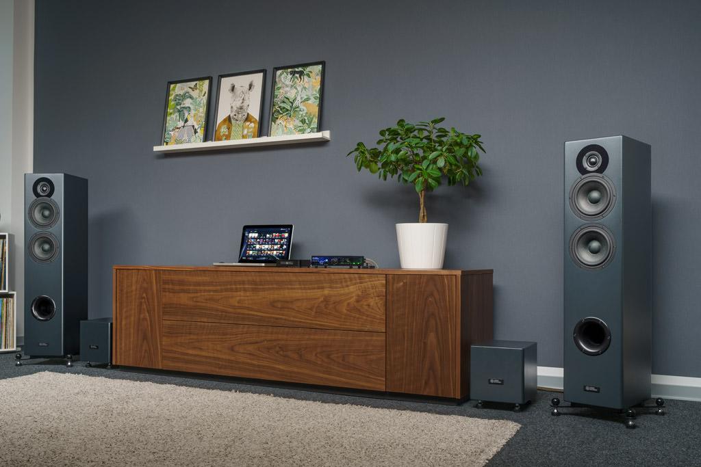 Die Audio Optimum FS62E MKII präsentiert sich als imposanter Aktivlautsprecher.