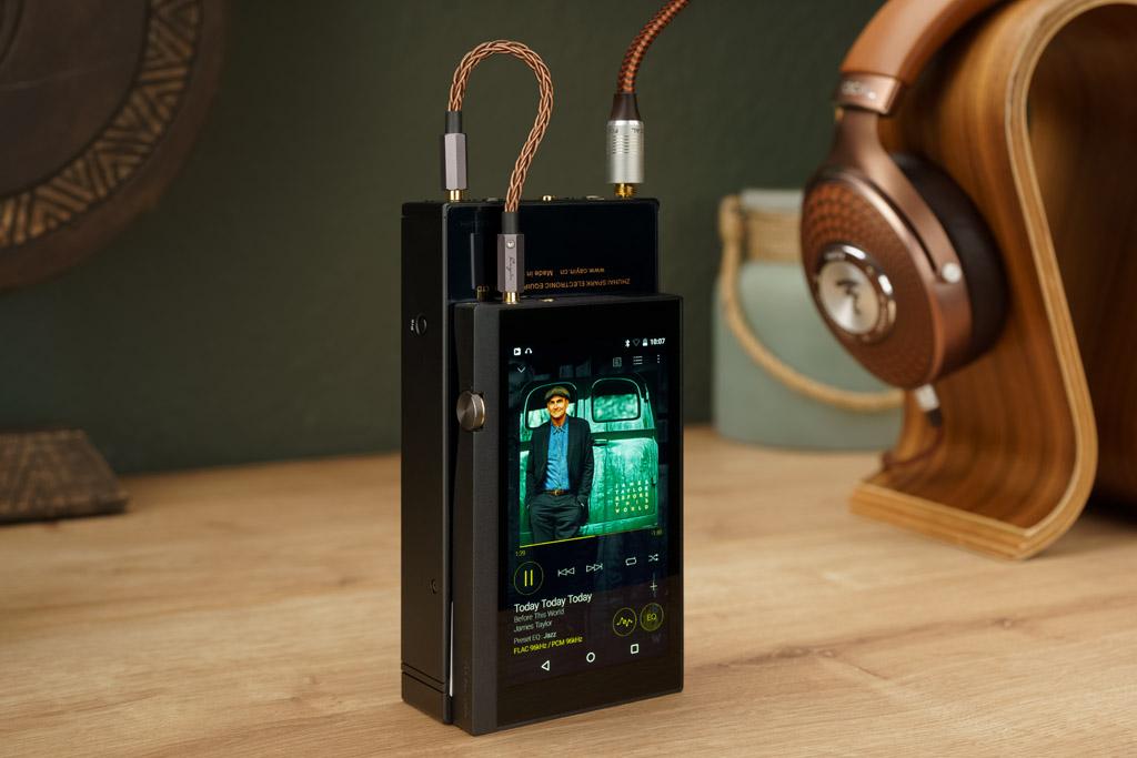 Der Cayin C9 mit seinen Spielpartnern: Als HiRes-Player kommt der Pioneer XDP-300R zum Einsatz, der Kopfhörer ist hier der Focal Stellia.