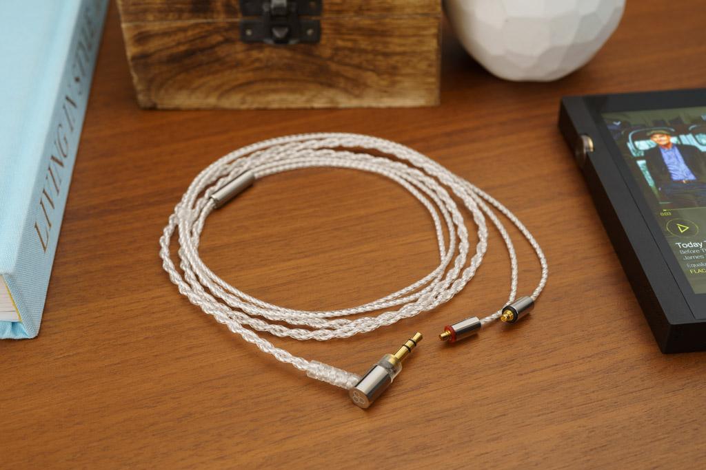 Das mitgelieferte Kabel ist optisch attraktiv und akustisch exzellent. Es überträgt zudem keine Bewegungs- oder Berührungsgeräusche.