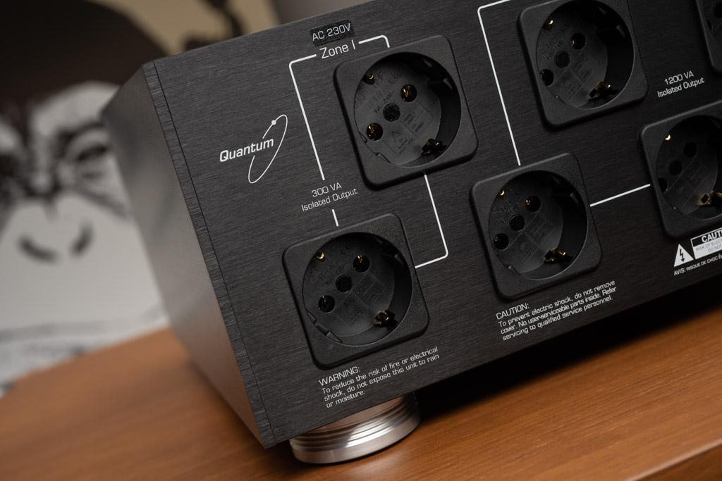 Die Zone I bietet zwei Anschlüsse für Komponenten mit geringer Leistungsaufnahme bis insgesamt 300 Voltampere.