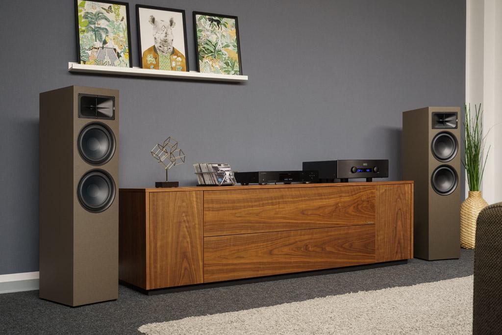 Die TS 900 passt mit ihrer Bronze-Ausführung prima in ein modernes, aber eher in warmen Holztönen möbliertes Ambiente.