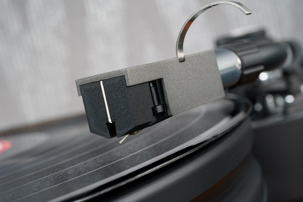 Das Denon DL-A110 ist das MC-Tonabnehmersystem aus der edlen, insgesamt nur vier High End-Komponenten umfassenden A110 Jubiläums-Edition.