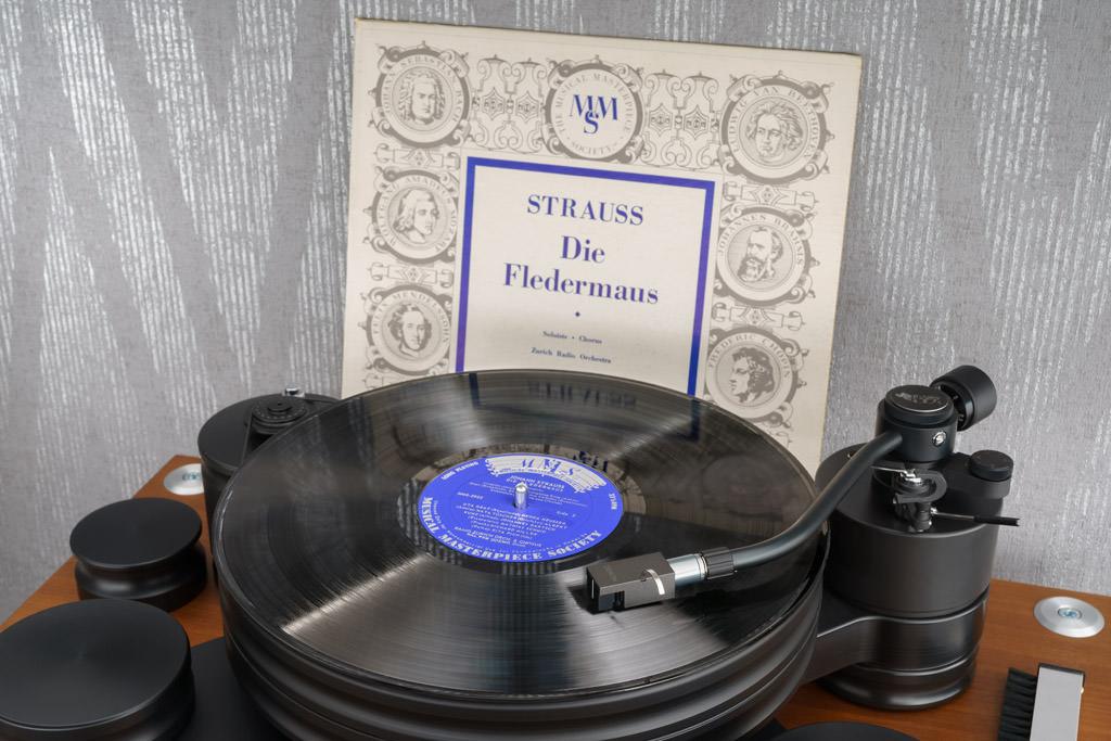 """Meisterlich auch im Mono-Betrieb: Hier spielt das DL-A110 die bald 70 Jahre alte Aufnahme der Johann Strauss-Operette """"Die Fledermaus"""" mit dem Zürcher Radioorchester unter Walter Goehr."""